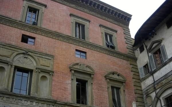 Storia finestra aperta Firenze