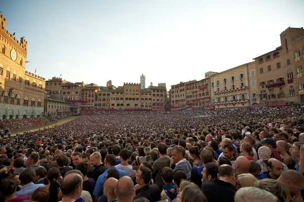 Piazza del Campo folla