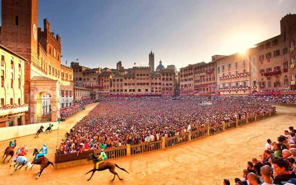 Funzionamento del Palio di Siena in Piazza del Campo