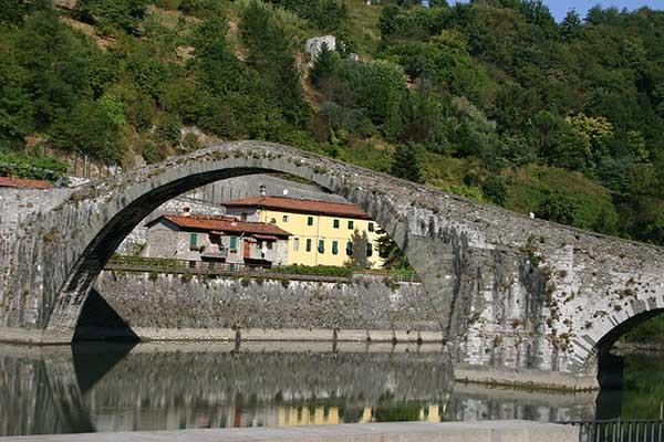 La Leggenda del Ponte del Diavolo a Borgo a Mozzano - Lucca
